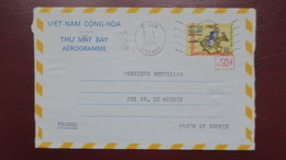Vietnam Entier Postal Aerogramme 1975 Saigon Pour La France Avec Texte - Viêt-Nam