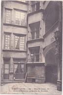 CPA - VIEUX PARIS - 60. Rue St Jean, 10 Cour Intérieure Et Voûte Du Portail - Lyon