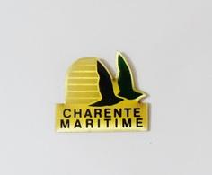 Pin's Logo Département Charente Maritime Oiseaux  - BL3 - Badges