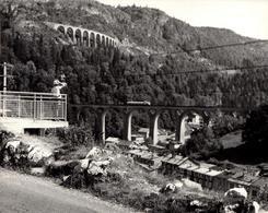 Grande Photo Originale Jura - Morez (39400) Vue Sur Les Viaducs De Morez Avec Micheline, Train Le 10.07.1962 - Places