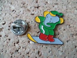 PIN'S     ELEPHANT  SKY  SURF - Animaux