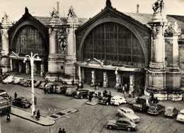 CPSM Grand Format TOURS  La Gare Une Belle Collection De Voitures Differentes  RV - Tours