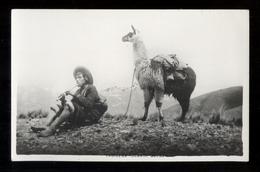 PERU - ANNI 40-50  - INDIGENA TOCANDO QUENA - CARTOLINA FOTOGRAFICA FORMATO PICCOLO - Perù