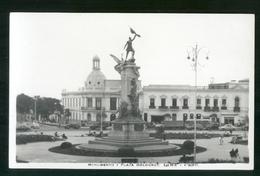 PERU - ANNI 40-50  - LIMA -  CARTOLINA FOTOGRAFICA FORMATO PICCOLO MONUMENTO Y PLAZA BOLOGNESI - Perù