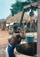 1 AK Senegal * Eine Junge Frau In Einem Dorf In Senegal - Village Scene - IRIS Karte 8157 * - Senegal
