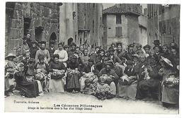LES CÉVENNES PITTORESQUES - Groupe De Dentellières Dans La Rue D'un Village Cévenol - 1916 - Artisanat