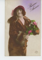 """FEMMES - FRAU - LADY  - MODE - CHAPEAUX - Jolie Carte Fantaisie Portrait Femme Avec Chapeau """"Bonne Année"""" - Women"""