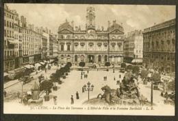 CP-LYON - La Place Des Terreaux - L'Hôtel De Ville Et La Fontaine Bartboldi - Lyon