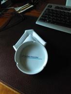 """CENDRIER Blanc Marque """"RHONE POULENC"""" - Porcelain"""