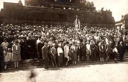 Carte Photo Originale Georg Tonger à Koblenz En 1927 - Impressionnant Groupe D'Individus Sur Monument - Manifestation - Sports