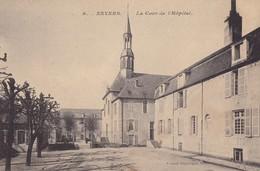 NEVERS - La Cour De L'Hôpital - Nevers