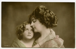 MOTHER AND DAUGHTER (HAND-COLOURED) - Femmes