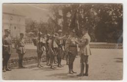 ° MILITARIA° OCCUPATION DE L'ALLEMAGNE 1919 ° MARECHAL PETAIN REMET AU GENERAL LECONTE  LES INSIGNES ... ° CARTE PHOTO - Guerra 1914-18