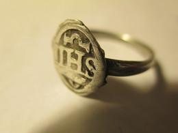 Bague Religieuse Monogramme IHS En Argent Ancienne 17ème - Anillos