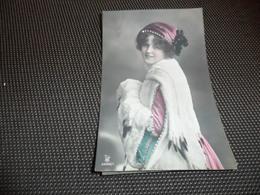 Femme ( 1234 )  Vrouw  Mode  Hoed  Handverwarmer  Chapeau - Femmes
