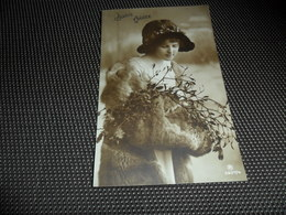 Femme ( 1244 )  Vrouw  Mode  Hoed  Handverwarmer  Chapeau - Femmes