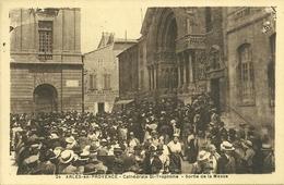 13 ARLES CATHEDRALE SAINT TROPHIME MESSE ARLESIENNES PROVENCE CAMARGUE BOUCHES DU RHONE - Arles