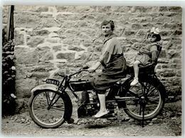 52899289 - Frau Kind - Motorräder