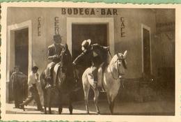 2 Photos Anciennes Format : 8,5/5,5 Espagne: Séville Et Alicante -chevaux Et Calèche - Scènes & Paysages