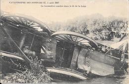 Cpa  49 Les Ponts De Cé , Catastrophe Ferroviaire Du  4 Août 1907 , Locomotive Couchée Dans La Loire , Non écrite - Les Ponts De Ce