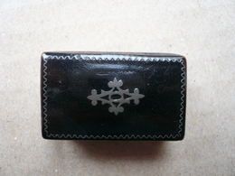 Minuscule Petite Boîte à Pilule En Papier Maché Avec Filets Et Motif Central En étain - Ep.NIII - - Boîtes/Coffrets