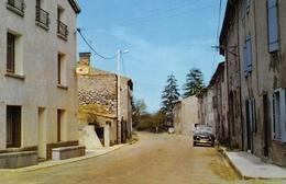 ROQUEFEUIL - Entrée Du Village - Automobile 4L - France