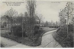 CPA - CLINIQUE DE CHIRURGIE ORTHOPEDIQUE DE REIMS ET SANATORIUM - 38 RUE DE COURLANCY - UN COIN DU PARC - 1913 - Reims
