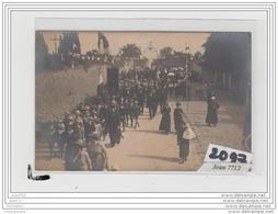 9720  AK/PC/CARTE PHOTO A IDENTIFIER/LA PROCESSION - Cartoline