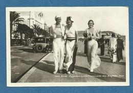 NICE- Pyjamas Sur La Promenade Des Anglais  . ( Voitures Anciennes ) . ( Ref 90 ) - Nice