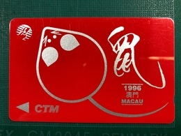 MACAU-CTM 1996 ZODIAC NEW YEAR OF THE RAT PHONE CARD USED NO PUNCH DOT ON BACK - Macao