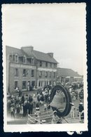 Photo Originale Paimpol Place De La Vielle Tour  Années 1960 Fête Carnaval GX9 - Lieux