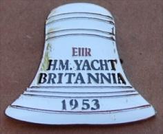 CLOCHE DU BATEAU LE BRITANNIA - EX H.M  YACHT DE LA REINE D'ANGLETERRE 1953  - QUEEN    -        (19) - Schiffahrt