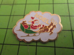 113D Pin's Pins / Rare Et De Belle Qualité !!! THEME NOEL : PERE NOEL DANS SON TRAINEAU AVEC UNE POMME ROUGE - Christmas