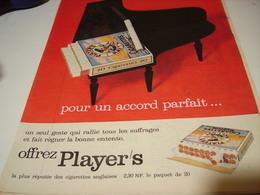 ANCIENNE PUBLICITE   CIGARETTE  MEDIUM OFFREZ PLAYER S 1961 - Tabac (objets Liés)