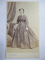 Photographie Ancienne CDV - Second Empire - Femme Accoudée à Un Fauteuil - Photo P. Dupont, Marseille   TBE - Photographs