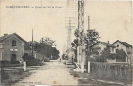 D38 - SABLONNIERES - QUARTIER DE LA GARE - Lignes De Chemin De Fer -  Antenne - Enfants Sur La Route  Avec Un Chien - Autres Communes