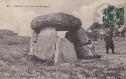 63. AMBERT. CPA. LE DOLMEN DE BOISSEYRE. ANIMATION ANNÉE 1911 + TEXTE - Dolmen & Menhirs