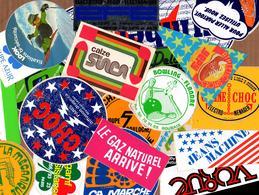 Joli Lot D'environ 70 Autocollants Tous Formats, Toutes Marques Années 1970 - 1980 Vintage - Stickers
