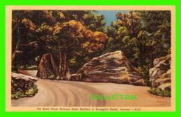 SMUGGLERS NOTCH, VT -THE ROAD WINDS BETWEEN GIANT BOULDERS - THE DEXTER PRESS - - Etats-Unis