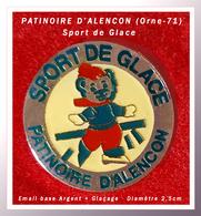 SUPER PIN'S SPORTS De GLACE : PATINOIRE D'ALENCON Dans L'ORNE (71) Visuel OURSON, émail Argent + Glaçage, D=2,5cm - Skating (Figure)