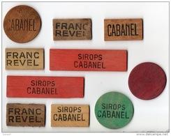 """10 JETONS PUBLICITAIRES BOIS . """" SIROPS CABANEL """" ET """" FRANC REVEL """" . COMPTER LES POINTS À LA BELOTE - Réf. N°3PO - - Autres Collections"""