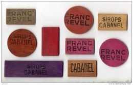 """9 JETONS PUBLICITAIRES BOIS . """" SIROPS CABANEL """" ET """" FRANC REVEL """" . COMPTER LES POINTS À LA BELOTE - Réf. N°5PO - Autres Collections"""