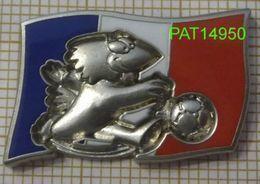 FOOTBALL  COUPE DU MONDE 1998 FRANCE 98   DRAPEAU  & FOOTIX   ARTHUS BERTRAND - Football