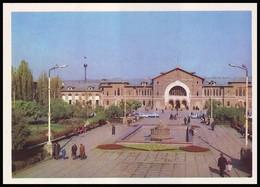 MOLDOVA (USSR, 1974). KISHINEV - CHISINAU. RAILWAY STATION. Unused Postcard - Moldavie