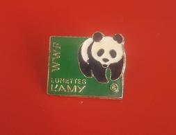 PIN'S Lunettes L'AMY Partenaire De L'association WWF - Marques