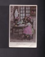 Deux Enfants Lisent Un Livre D'images - Portraits