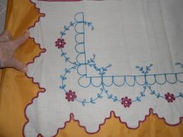 Devant De Cheminée Ou Dessus D'étagère - Tissu Coton Brodé -  1,32  X 0,37  M - - Dentelles Et Tissus