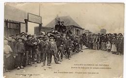 Lock-out Patronal De Fougères Arrivée Du Bois Pour Les Soupes Communistes. - Fougeres