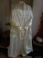 Peignoir Robe De Chambre Longue Tissu Satiné Jaune - Vintage Clothes & Linen