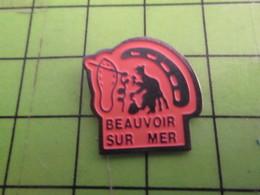 310b Pin's Pins : Rare Et Belle Qualité : THEME VILLES / Pas Simone 2 !!! BEAUVOIR SUR MER CORDONNIER - Städte